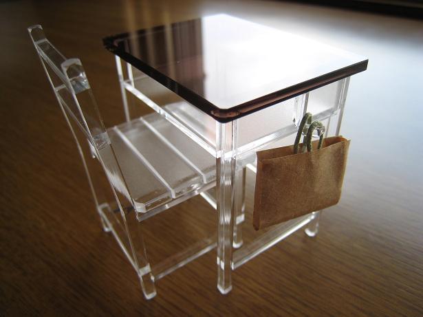 机と椅子 03.JPG
